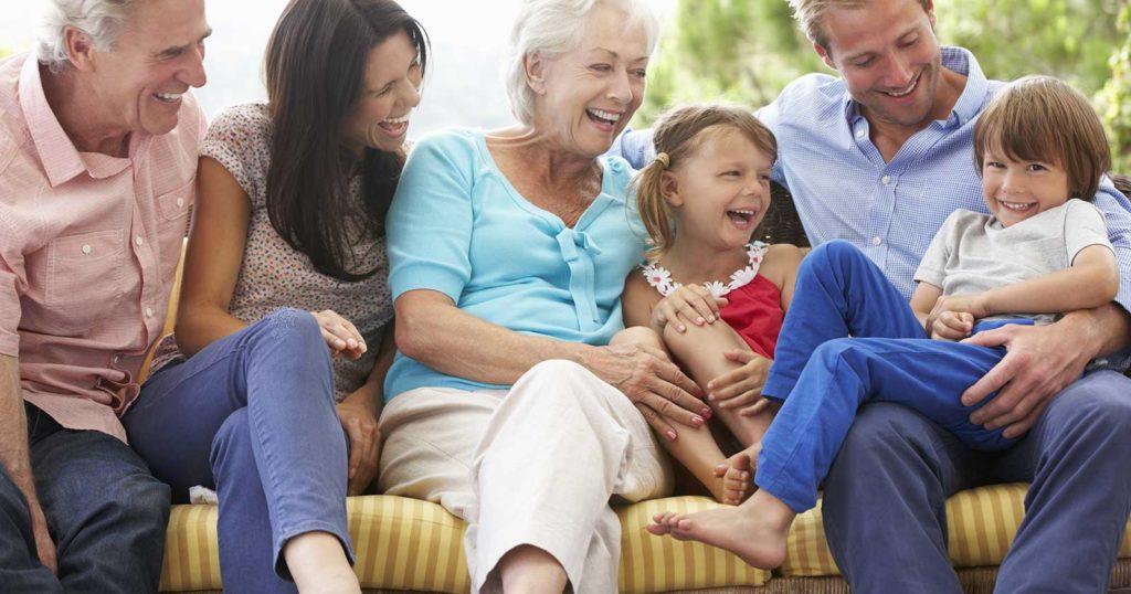 Famille Multi Generation avec enfants et parents