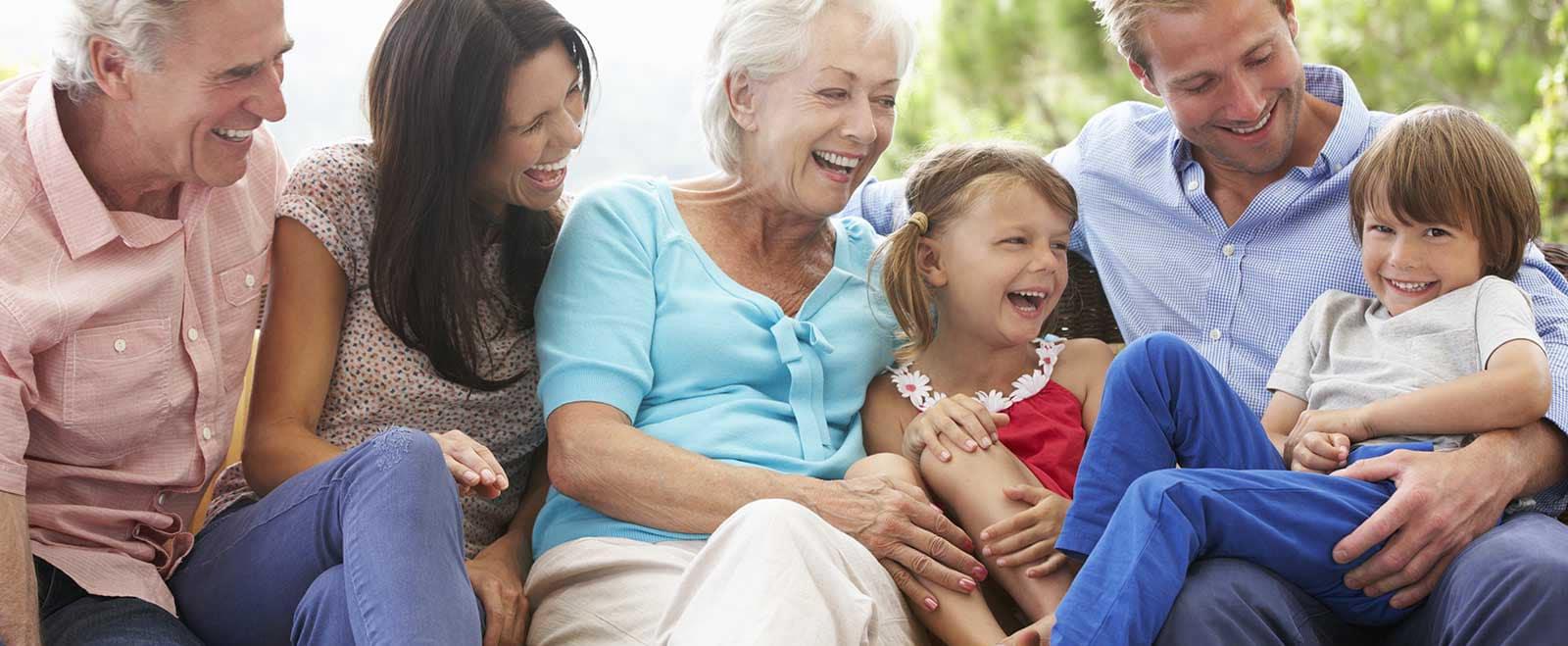 Famille-Multi-Generation avec parents, enfants et grands parents